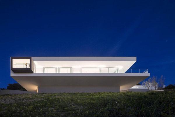 Une maison ultra moderne avec vue mer dessine moi une maison for Maison architecte design